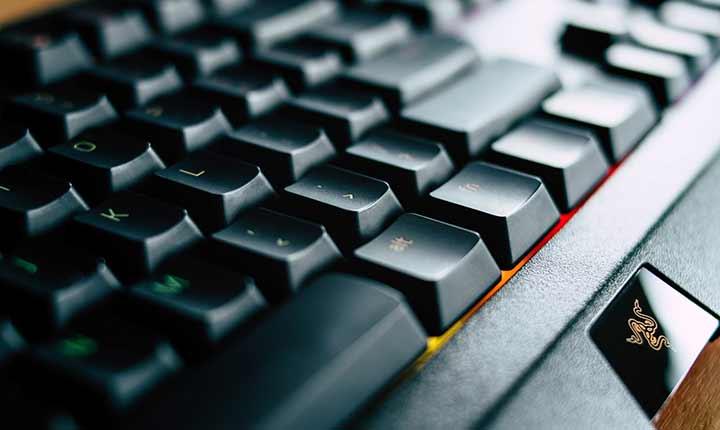ブラインドタッチ(タッチタイピング)には指に負担のかからないキーボードがおすすめ