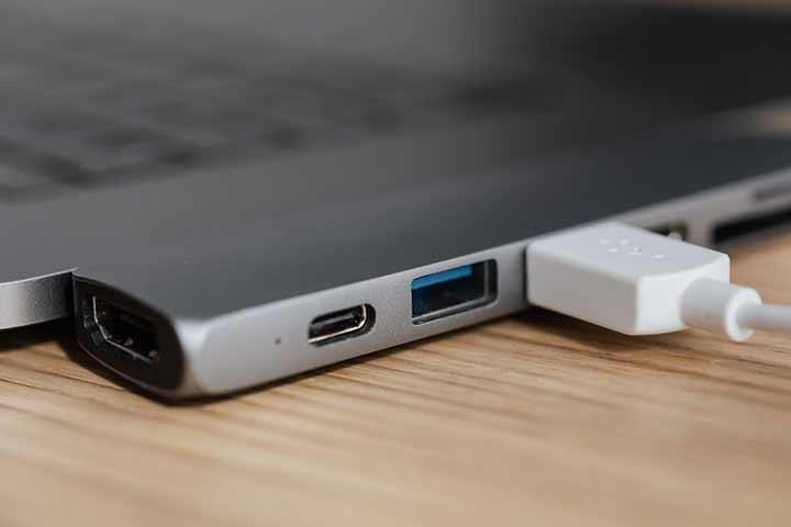 USBを抜き差しするか、別のUSBポートに挿す