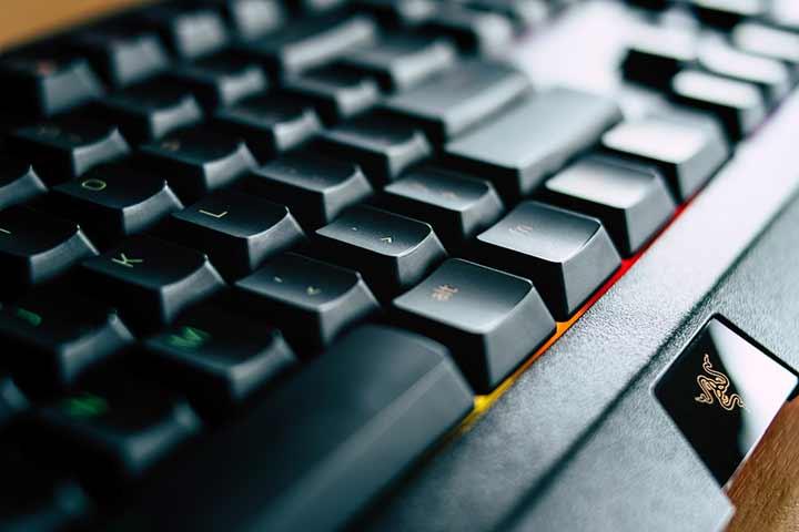 【Windows10】キーボードの文字入力や変換が異常に遅い時の対処法